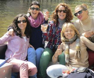 Rent a boat in Amsterdam Boaty quiz tour