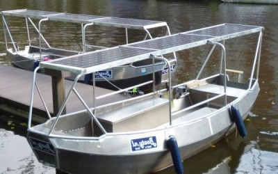 Teilweise überdachtes Elektroboot Boaty Amsterdam