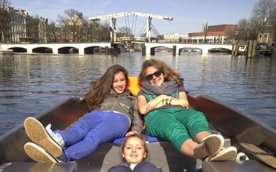 Amsterdam Magere Brug zelf varen Boaty Sloepverhuur