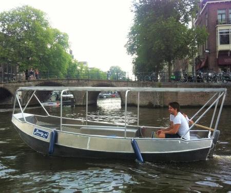 Overdekt bootje huren 6 personen Amsterdam