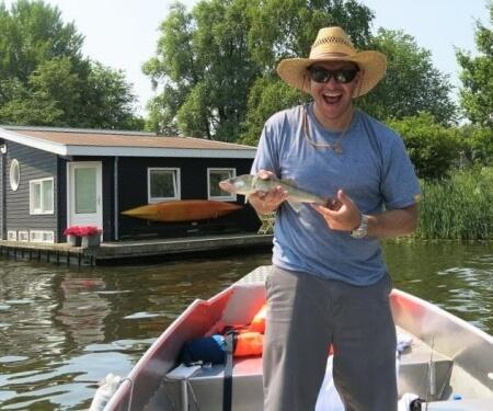 Vissen op de Amstel Boaty
