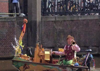 Bekende muzikant Amsterdamse grachten