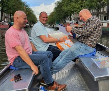 Bedrijfsuitje varen Amsterdam sloepen huren