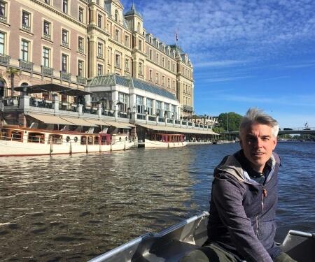 Sloep varen in Amsterdam grachten Boaty
