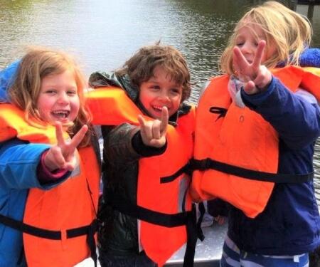 Fluisterboot Amsterdam huren zelf varen zwemvesten