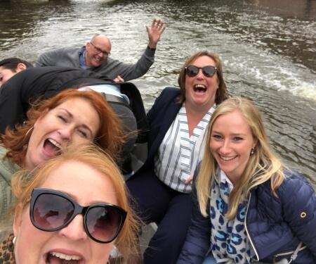 Teamuitje Amsterdam boot grachten varen